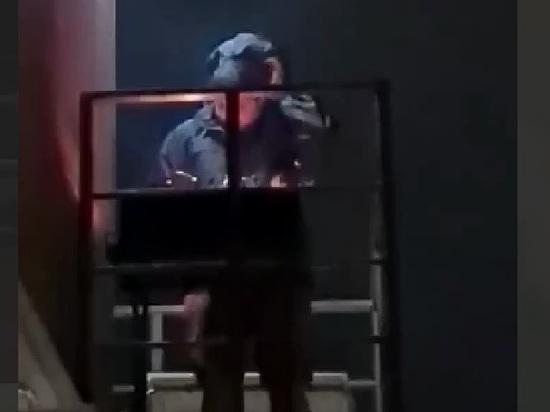 На жарившего шашлыки на балконе россиянина завели дело
