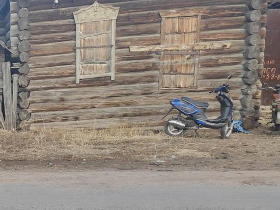 В Бурятии пьяный мотоциклист сбил пенсионерку, ехавшую на мопеде
