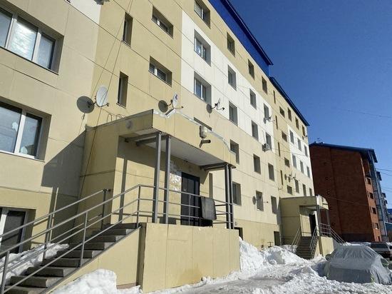 Помешала припаркованная машина: УК объяснила скопление на крыше снега, который рухнул на ребенка в Губкинском