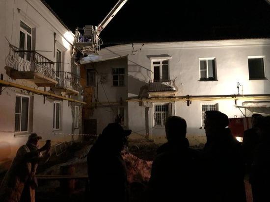 Мэрия Барнаула ночью эвакуировала жителей аварийного дома