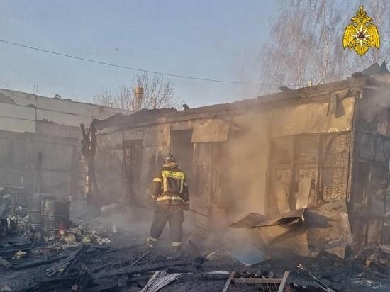 В Кондрово сгорела хозпостройка
