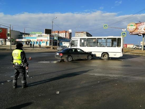 В Нижнем Тагиле в массовом ДТП с автобусом пострадала женщина