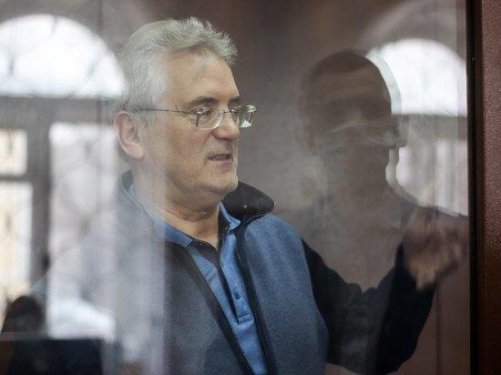 Экс-губернатор Иван Белозерцев рассказал про дорогие подарки Бориса Шпигеля