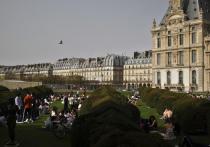 Французских министров заподозрили в подпольных ужинах с икрой и шампанским