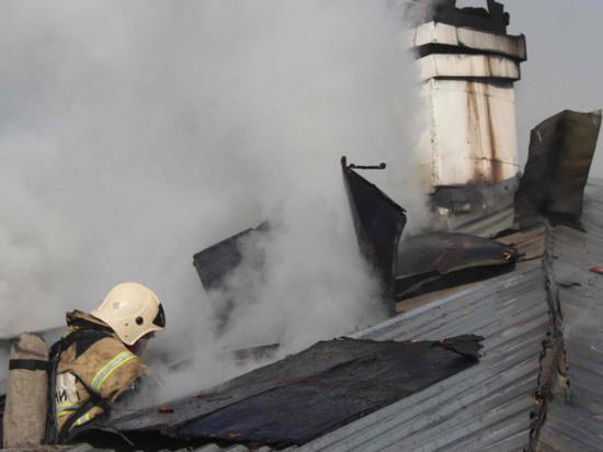 В Элисте произошел пожар жилого дома