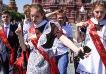 Для выпускников Московской области 21 и 22 мая прозвучит последний звонок, а 25 и 26 июня они простятся со школой на выпускном балу