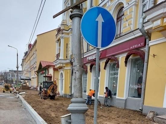 Пскович: из-за ремонта на Октябрьском водители перестали пропускать детей