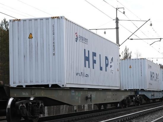 На СвЖД с начала года выросли перевозки контейнеров