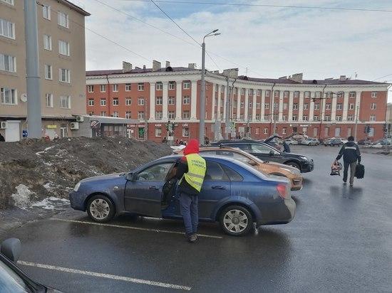 Парковка на площади Гагарина снова стала бесплатной