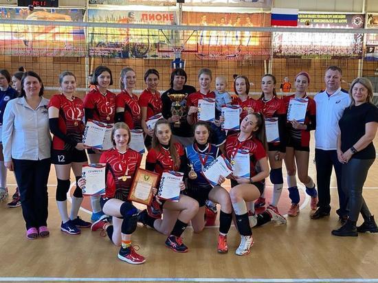 Сборные Хабаровского края одержали победу на первенстве ДФО по волейболу