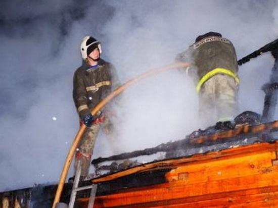 В Ивановской области на пожаре в частном доме работали 16 человек