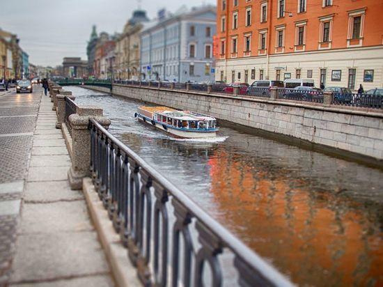 По рекам и каналам Петербурга запустят 100 прогулочных маршрутов