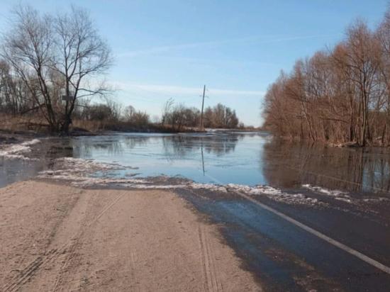 Режим ЧС ввели в забайкальском селе Менза из-за затопившей дорогу реки