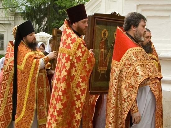 Священник призвал воздержаться от целования икон и крестов на Благовещение