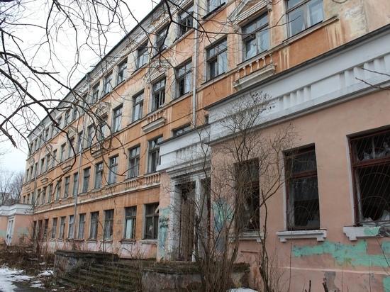 Была школа: специалисты и общественники обсуждали судьбу заброшенного петрозаводского здания