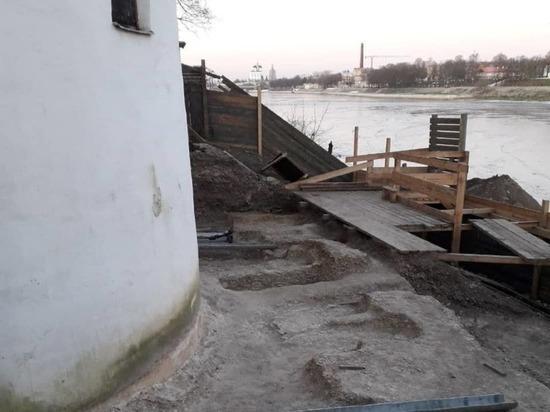 48 погребений нашли на территории Мирожского монастыря в Пскове
