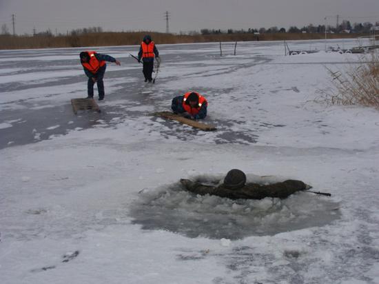 На Волге в Марий Эл рыбак провалился под лед