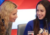 Олимпийская чемпионка 1994 года в женском одиночном катании Оксана Баюл дважды обвинила группу Этери Тутберидзе в плагиате. По мнению украинской фигуристки, шоу «Чемпионы на льду» – бренд Тома Коллинза, а олимпийское платье Алины Загитовой очень похоже на то, в котором Баюл каталась в 1995 году.