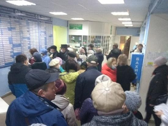 Рязанцы пожаловались на огромную очередь за талонами в больнице №11