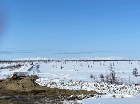 С потеплением рабочие возобновили реконструкцию дороги Лабытнанги — Харп