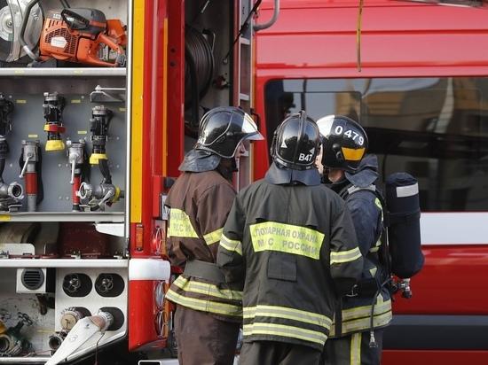 Во время пожара в сахалинской пятиэтажке эвакуировали двоих человек