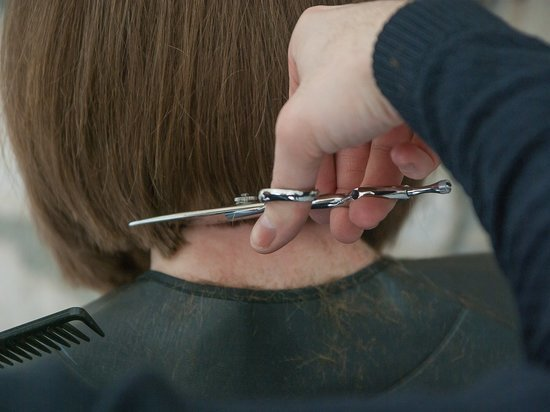 Ижевчанин пришел в парикмахерскую и напал с ножом на бывшую супругу