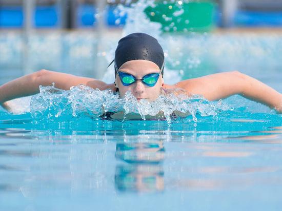 Трудный путь к спорту: кубанским детям не хватает бассейнов