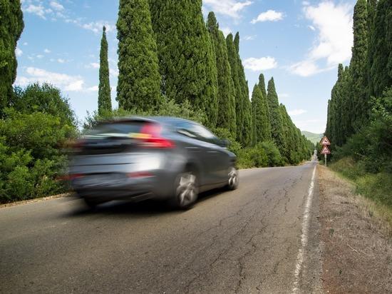 Крымчан все чаще интересуют дорогие подержанные автомобили