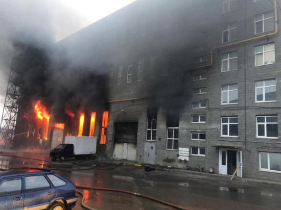 В Люберцах ликвидировали крупный пожар на складах