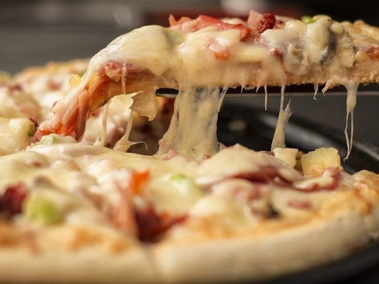 В Иркутске задержали мужчин, пытавшихся отобрать пиццу у курьера доставки