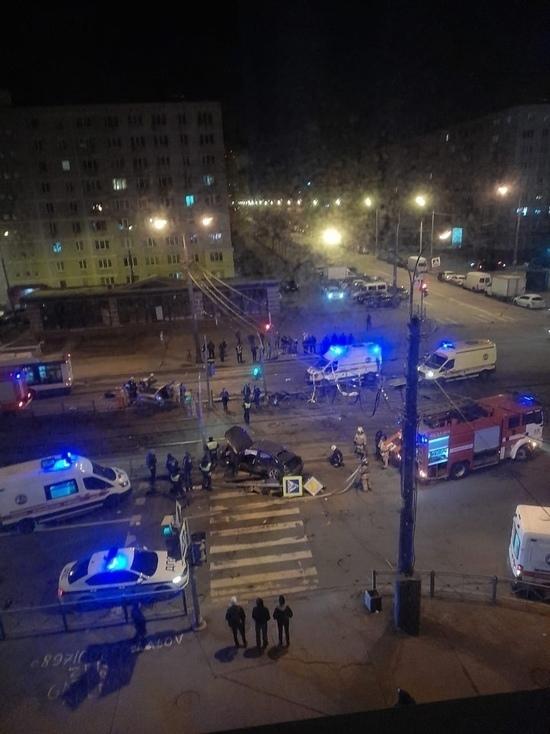 Два человека пострадали в аварии в Купчино