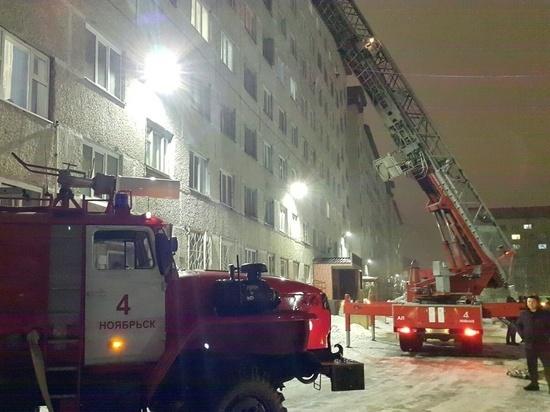 Спасены дети и взрослые: в МЧС прокомментировали ночной пожар в многоэтажке Ноябрьска