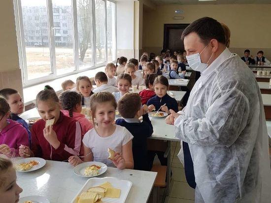 Нарушения в организации питания обнаружили в псковской школе