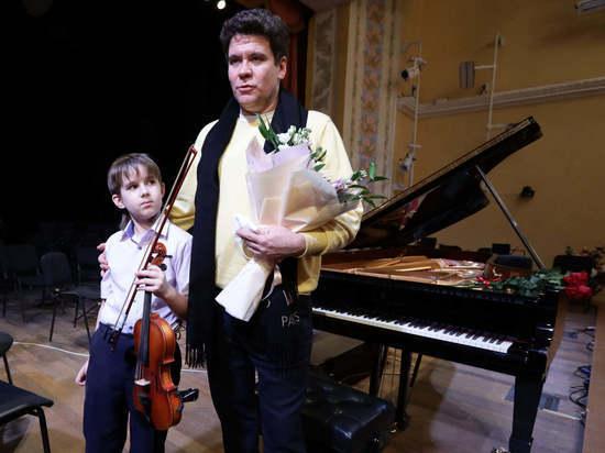 Денис Мацуев встретился с мальчиком-скрипачом, на которого соседи жаловались в полицию