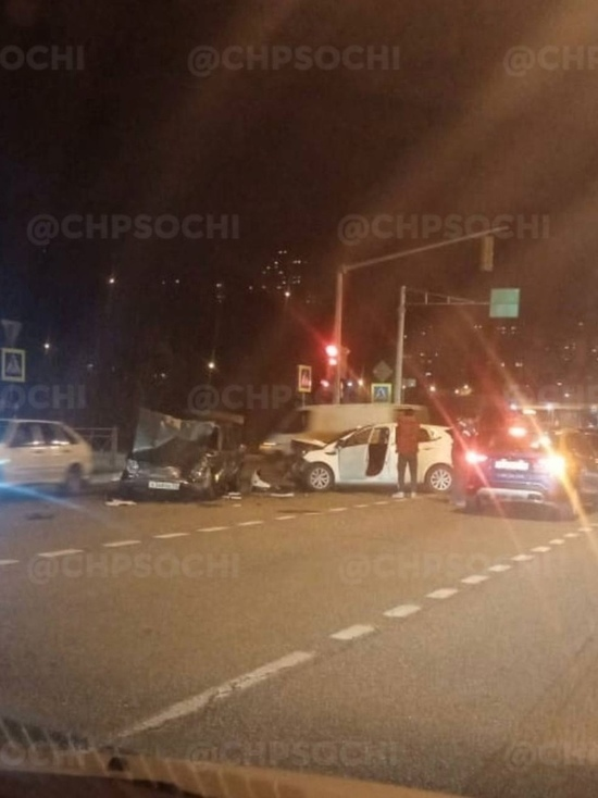 В Сочи произошла массовая авария с участием 5 машин