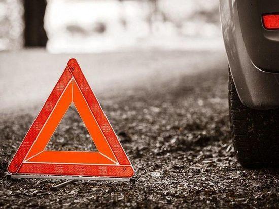 В Калужской области пожилая водитель сбила пешехода и снесла забор больницы