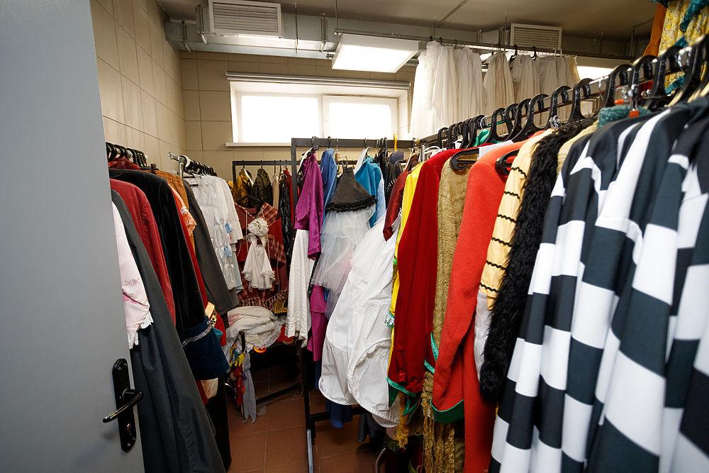 В стране закулисья: как устроен костюмерный цех в Псковском драматическом театре