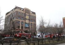 В Абакане загорелось офисное здание, люди эвакуировались сами