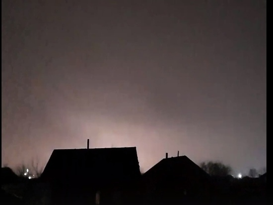 В Рязани сняли на видео необычные вспышки в небе