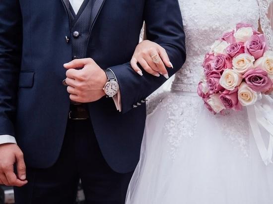 В канун Красной горки в Калужской области сыграют 70 свадеб