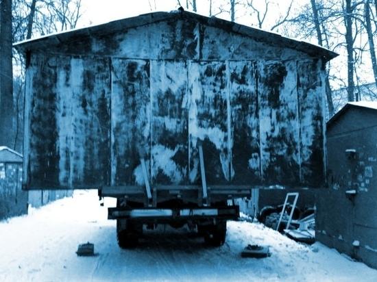 В одном из дачных кооперативов Карелии украли металлический гараж