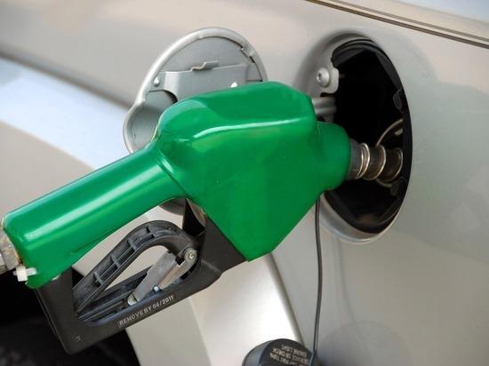 ФАС попросил владельцев АЗС объяснить подорожание бензина