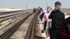 Пассажиры ташкентского метро шли по путям до станции из-за сбоя
