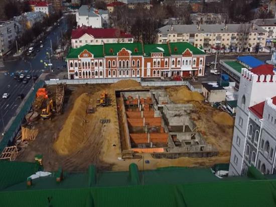 Заснято с высоты строительство Дома дружбы народов в Йошкар-Оле