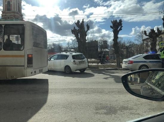 На улице Циолковского в Рязани водитель умерла за рулем