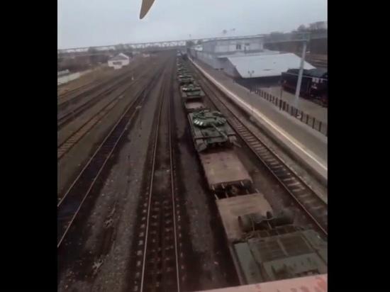 На станции в Ряжске заметили поезд с танками