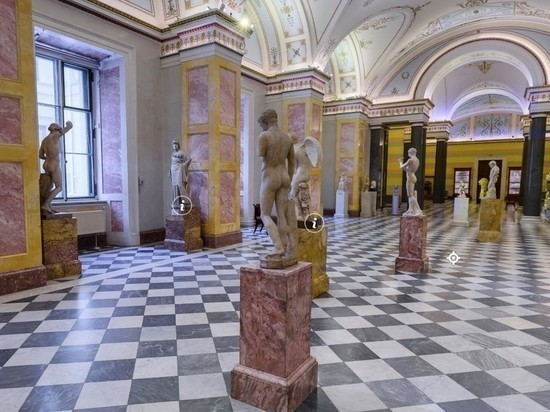В СПЧ порекомендовали передать жалобы на обнаженные скульптуры в Эрмитаже психиатру