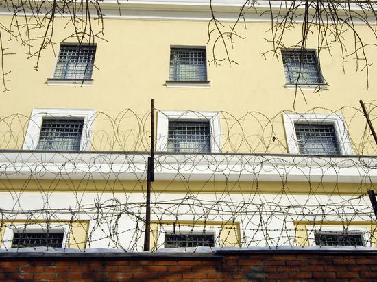 Заключенных замучали гимном России