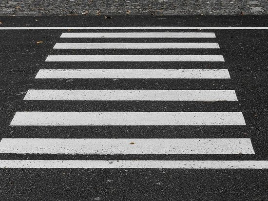 Пешеход в Великих Луках попал под колеса автомобиля