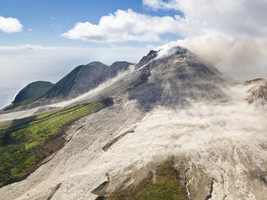 Жителей Сент-Винсента и Гренадин эвакуируют из-за проснувшегося вулкана